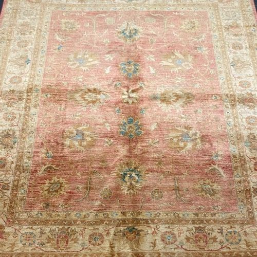 Large and original Mahal Ziegler from India around 1980.  Size: 240 x 200 cm  Te…