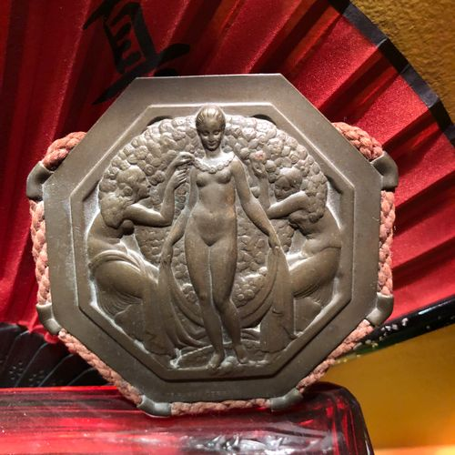 Suite of 3 bronze or repoussé metal plates  Venus with rose garlands (signed) H8…