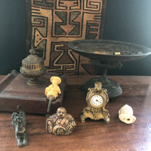 Lot including a bronze cup, a diminutive clock, a netsuke of style, an inkwell..…
