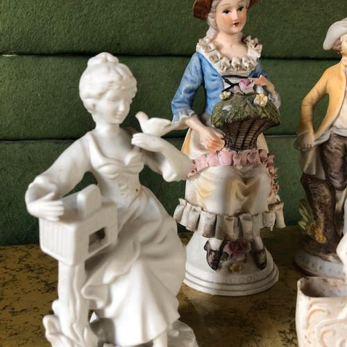 Biscuit set including 5 statuettes