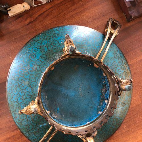 Quadripod cup with cloisonné enamel decoration