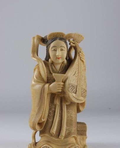 Statuette carved in IVORY, early twentieth JAPAN Sizes: h140mm Weight (K): 0.400…