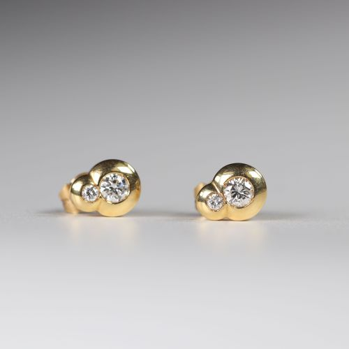 Paire de boucles d'oreilles en or (18k) diamants taille brillant (0.35 ct) +0.07…
