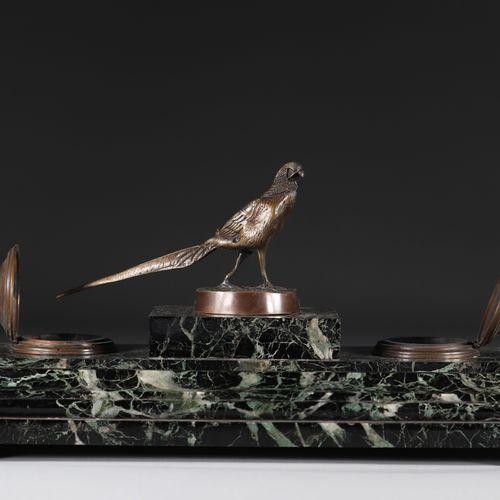 Encrier en marbre et bronze surmonté d'un faisan Encrier en marbre et bronze sur…