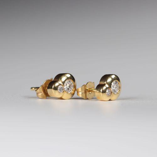 Paire de boucles d'oreilles en or (18k) diamants taille brillant (0.35 ct) +0.07…