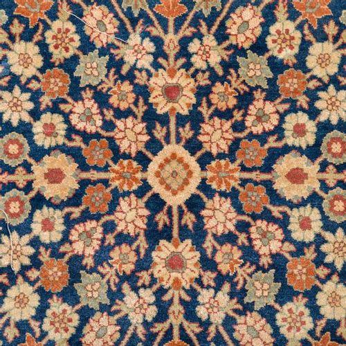 Orientteppich aus Seide, HEREKE, Oriental carpet of silk, HEREKE, mid 20th centu…
