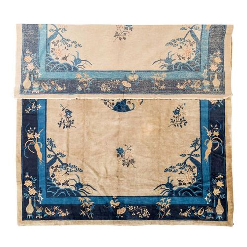Peking Teppich. CHINA, 355x272 cm. Chinese medallion carpet, 355x272 cm. The bei…