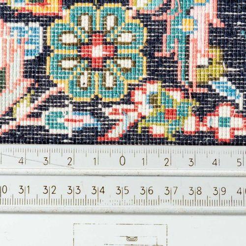 Orientteppich mit Seide. HEREKE/CHINA, 1980er/1990er Jahre, 184x125 cm. Oriental…