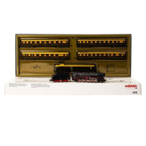 """MÄRKLIN Dampflok und Zugset """"Rheingold"""" 4228, Spur H0, MÄRKLIN steam loco and wa…"""