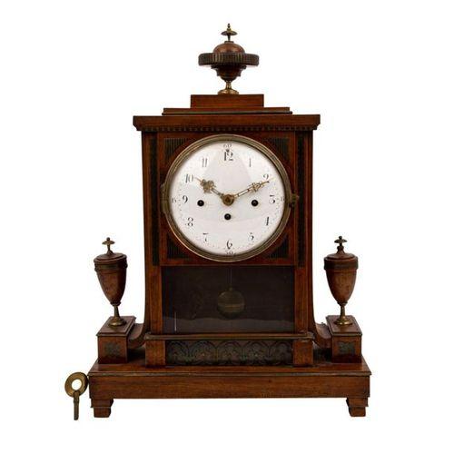 EMPIRE TISCHUHR, EMPIRE TABLE CLOCK, Beginning 19th century, walnut veneer on so…