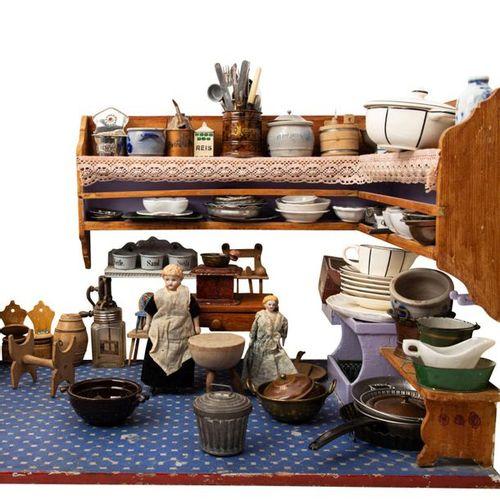 Puppenküche mit umfangreichem Zubehör, rechteckiges Gehäuse, L 80 cm, Regale und…