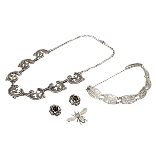 Konvolut Silberschmuck, Bundle silver jewellery: necklace, bracelet, ear clips a…