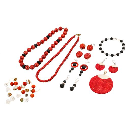 10 teiliges Schmuckkonvolut, 10 pc jewellery bundle: 2 necklaces, 1 bracelet, 1 …
