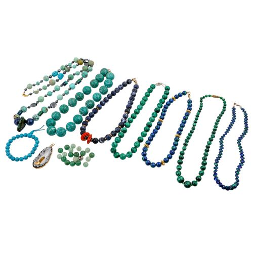 10 teiliges Schmuckkonvolut, 10 pc jewellery bundle: 7 necklaces, 1 bracelet, 1 …