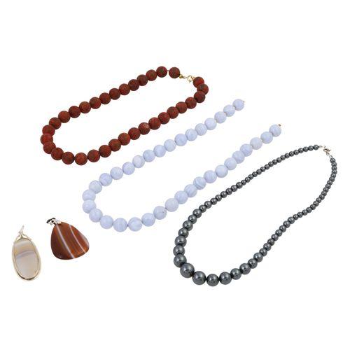Schmuckkonvolut 5 teilig, 5 piece bundle consisting of 3 necklaces (coral, hemat…