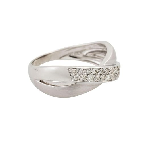 Schmuckset Ring und Paar Ohrstecker mit Brillanten Jewellery set: ring and pair …