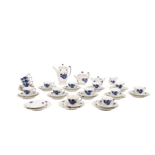 ROYAL COPENHAGEN Tee /Kaffeeservice f. 12 Personen 'Blaue Blume eckig', Mitte 20…