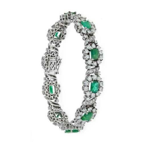 Emerald and diamond bracelet WG 585/000 with 10 emerald cut fac. Emeralds 7.3 5.…
