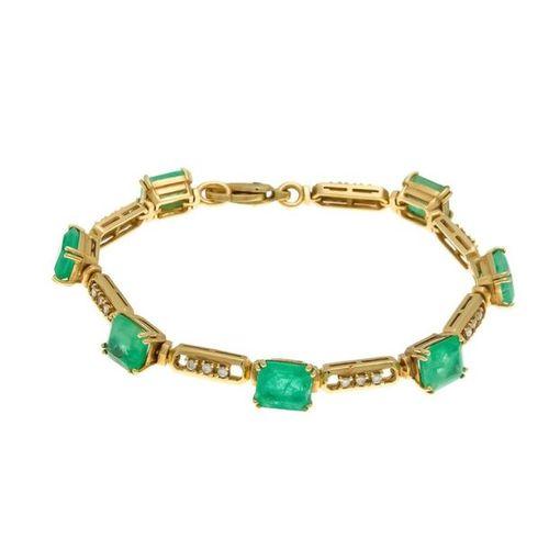 Emerald and diamond bracelet GG 585/000 with 7 emerald cut fac.Emeralds 9 8.8 x …