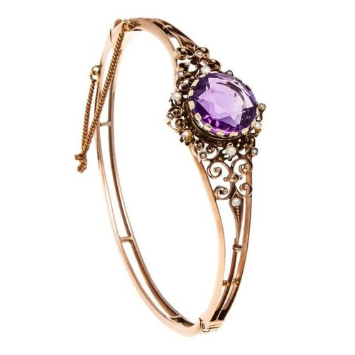 Amethyst oriental pearl bangle RG 333/000 unstamped, checked, with a round faced…