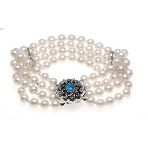 Akoya opal bracelet with box clasp WG 585/000 with SI figure eight and intermedi…