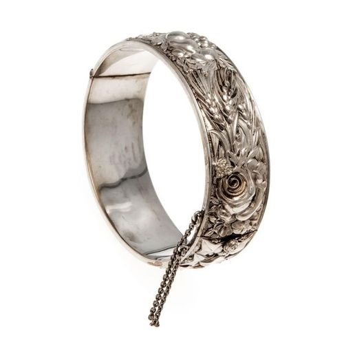 Art Nouveau folding bangle silver 900/000 with finely crafted depictions of late…