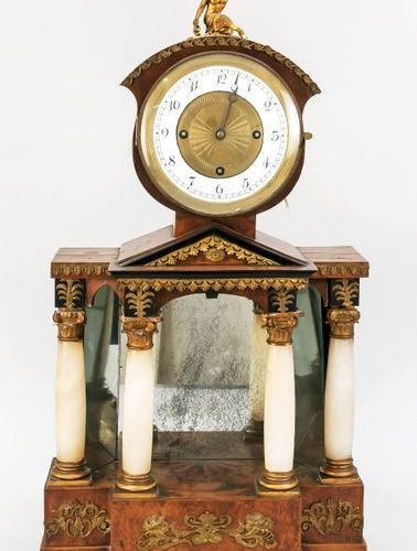 Viennese column clock, 1st half of 19th c., with 4 alabaster columns, base with …