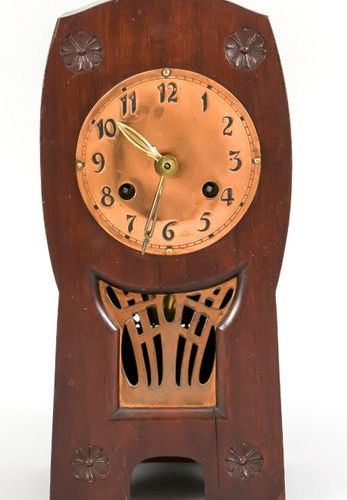 Table clock Art Deco, mahogany wood with copper. Dial with arab. Numerals, gilde…