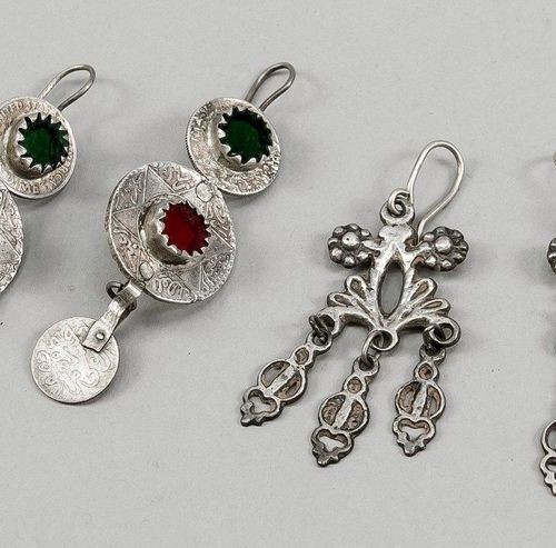 2 pairs of earrings, North Africa (Bedouin silver), 19th/20th c., 1 x coins with…