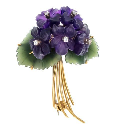 Broche fleur GG 750/000 avec feuilles en agate verte et fleurs en améthyste fine…