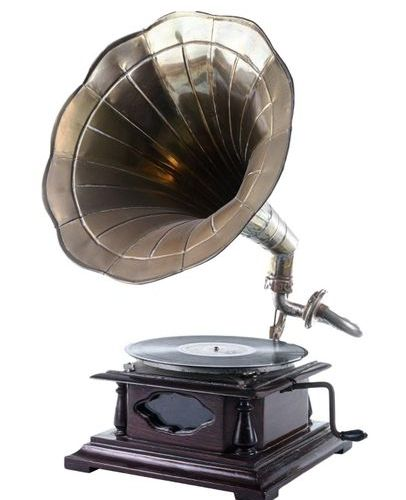 Gramophonefirst half of the 20th century wooden structure, brass trumpet, comple…