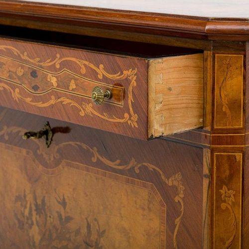 Armoire de bar en placage de bois de roseFabrication lombarde, deuxième moitié d…