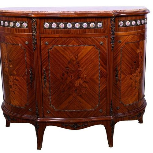 Sideboard elegantly plated in bois de rose and inlaid with various essences.Cant…
