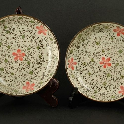 Lot of two plates, four glasses and two sets of rice chopsticksJapan, late 20th …