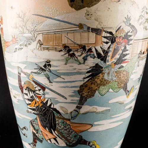 Vase Japanese Satsuma manufacture, late 19th century, the central decoration dep…