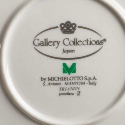 Limoges porcelain table set with light blue and gold edges, 12 soup plates, 14 d…
