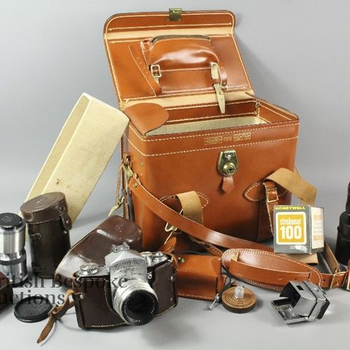 This lot includes an Exakta Varex VX Jhagee Dresden two system camera for miniat…
