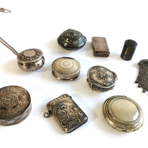 Silver and vermeil lot including five pill boxes and a lighter case  Gross weigh…