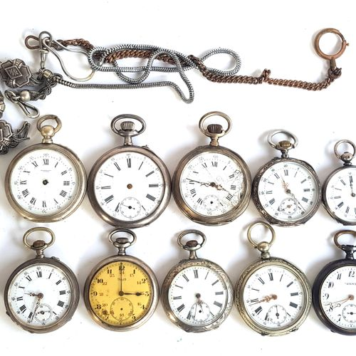 Douze montres de gousset en métal argenté  Diam. Entre 3,6 et 5 cm  On y joint u…