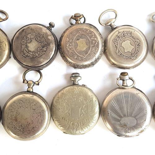 Dix montres de gousset en métal argenté  Diam. Entre 4,4 et 4,9 cm  Mouvements n…