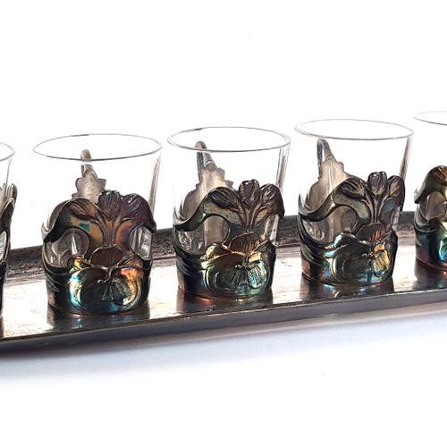 Travail Art Nouveau, vers 1900  Service à liqueur en verre et métal argenté à dé…