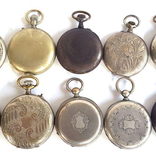 Dix montres de gousset en métal argenté  Diam. Entre 4,5 et 5,2 cm  Mouvements n…
