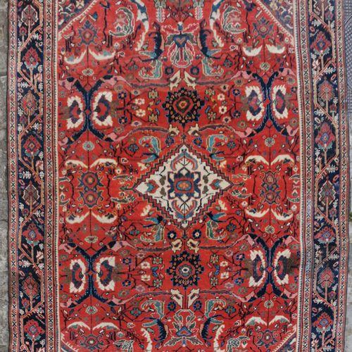 Mahal Mouchkabad (Iran) début XXème.  Caractéristiques techniques : Velours en l…