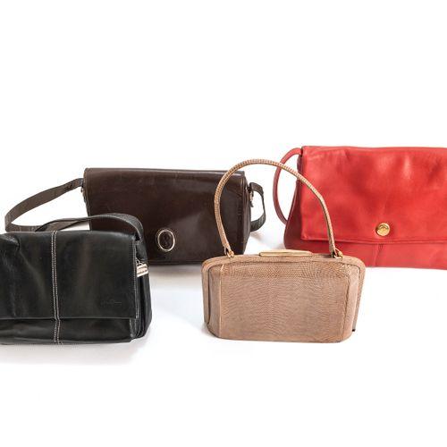 Un sac à main à anse en peau de lézard (état neuf), un sac à main en bandouilièr…
