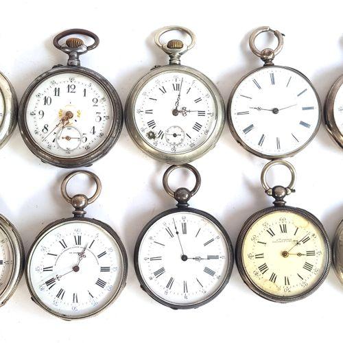 Dix montres de gousset en métal argenté  Diam. Entre 4,2 et 4,6 cm  Mouvements n…
