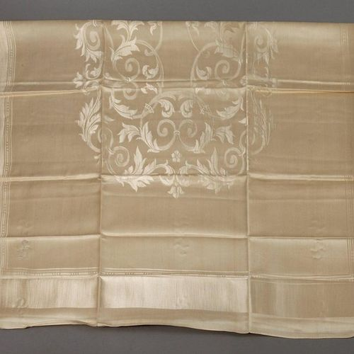 Tablecloth with roll up decor  around 1940, beige half linen damask with woven i…