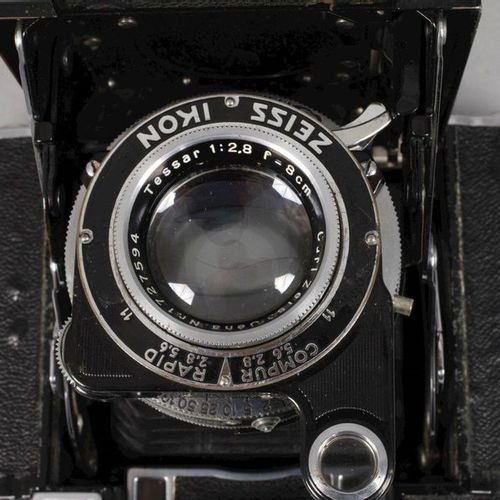 Camera Zeiss Ikon  Mid 20th century, model Super Ikonda 530/16, blackened metal …