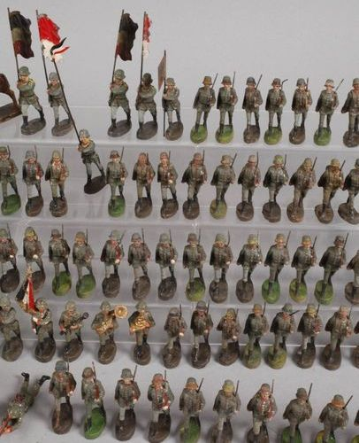 Elastolin large group of marching soldiers  ca. 1930, marked, mass painted in co…