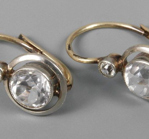 Pair of earrings with stone trimming  c. 1930, yellow gold tested 585/1000, each…