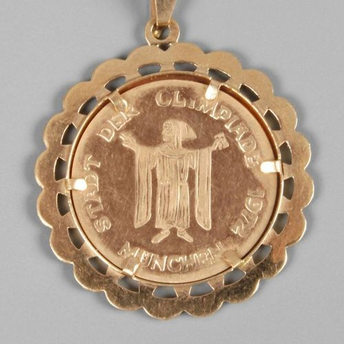 """Pendant with medal  ca. 1972, yellow gold setting stamped 750, set medal """"Münche…"""